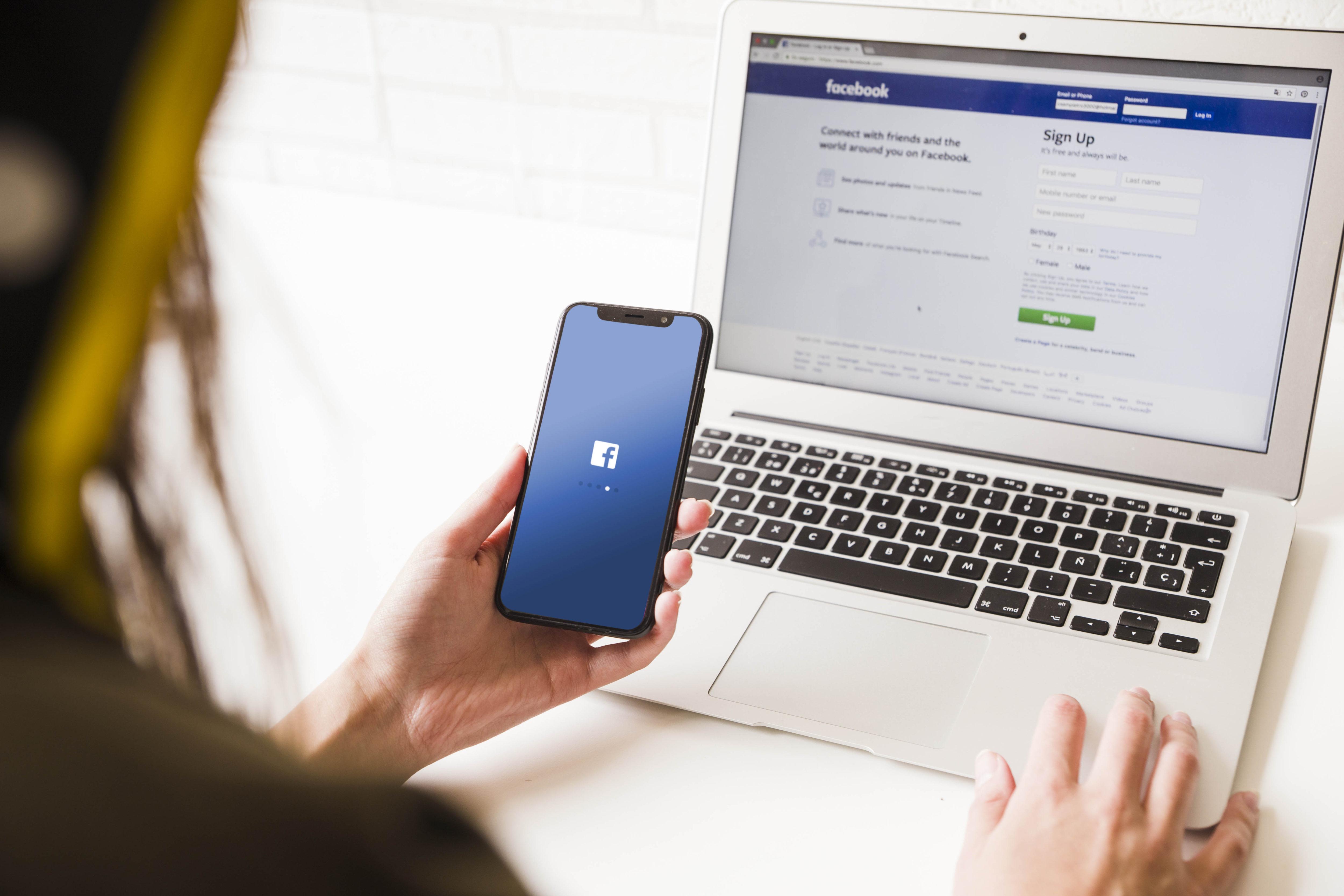 facebook na telefonie i komputerze