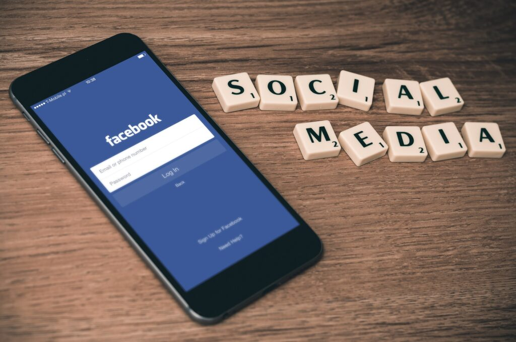 telefon i napis social media