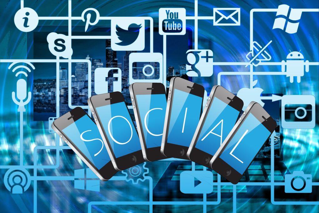 social media, telefony na tle aplikacji, pinterest, nowy serwis od Google wygryzie Pinteresta