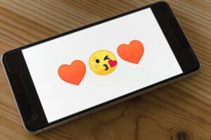 telefon, heart emoji, kiss emocji