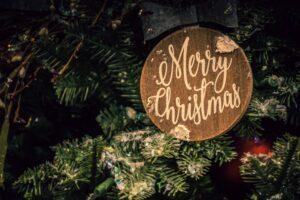 napis merry christmas na choince