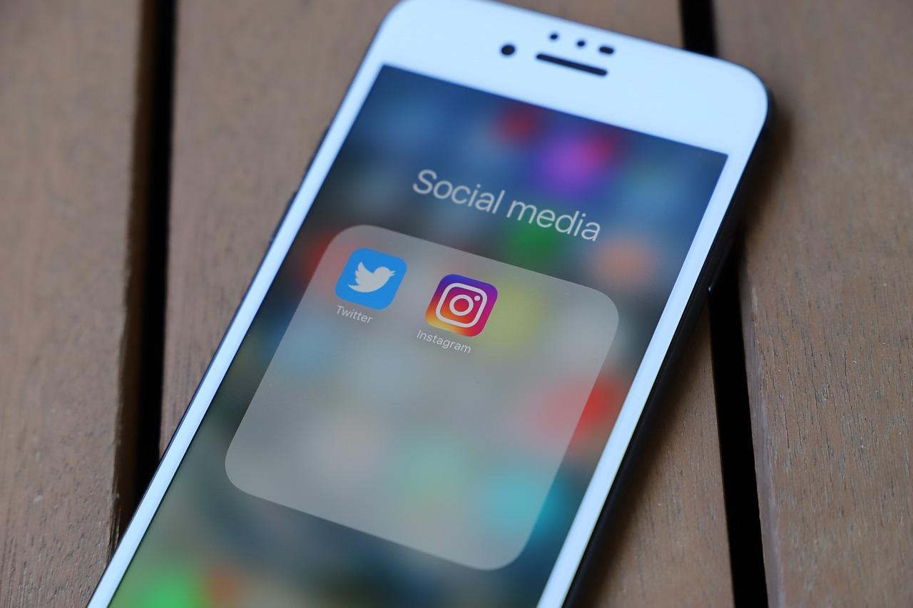 telefon, social media
